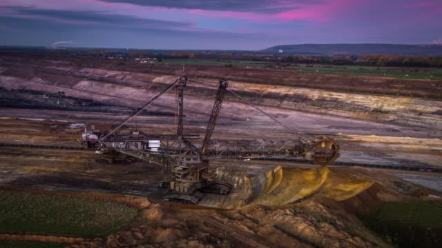 AÉRIEN: Mine de charbon à ciel ouvert avec excavatrice de roue