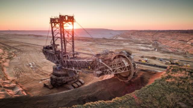 オープンキャスト・リナイト鉱業 - 空中 - mining点の映像素材/bロール