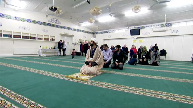 open days at mosques across the uk england london hyderi islamic centre int **religious music heard sot** wide shot men and women praying in hyderi... - キャシー・ニューマン点の映像素材/bロール