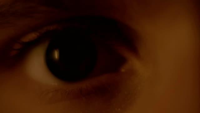開いている目のマクロ撮影 - 人の肌点の映像素材/bロール