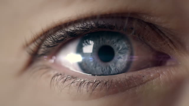 stockvideo's en b-roll-footage met open eye macro  shot - open