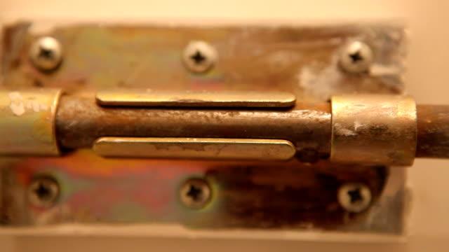 vídeos y material grabado en eventos de stock de apertura - cerrar con llave