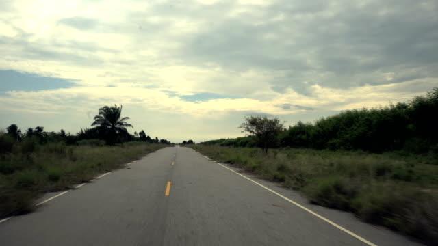 die open road. - fluchtpunkt stock-videos und b-roll-filmmaterial