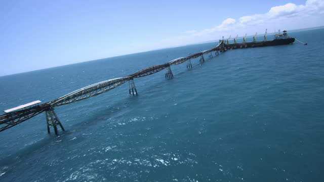 open sea salt factory/ transporte do sal /rio grande do norte - transporte点の映像素材/bロール