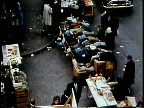 stockvideo's en b-roll-footage met 1963 montage open street market in rundown neighbourhood / chicago, united states / audio - 1963