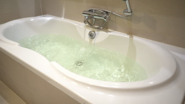 open water in bathtubs - vasca da bagno video stock e b–roll