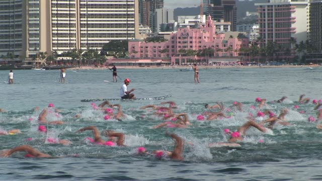open water swimming race off waikiki beach hawaii leaders underwater diamond head - salmini 個影片檔及 b 捲影像