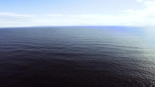 vidéos et rushes de open waters with distant island - océan atlantique