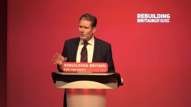 vídeos de stock e filmes b-roll de opening a debate on brexit during the labour party's annual conference shadow brexit secretary sir keir starmer says that nobody is ruling out remain... - conferência partidária