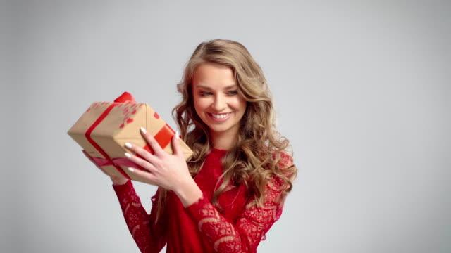 vídeos y material grabado en eventos de stock de opening a gift/debica/poland - mamá noel