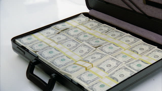 vídeos y material grabado en eventos de stock de ms opening brief case full of money - briefcase