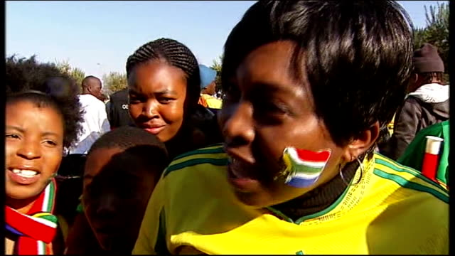 opening ceremony / day 1 matches south africa 2010 world cup opening ceremony / day 1 matches south african fans sitting outside stadium vox pops fans - fußballweltmeisterschaft 2010 stock-videos und b-roll-filmmaterial