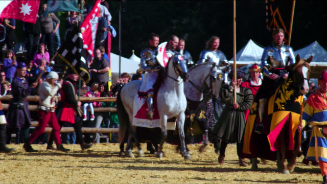 opening ceremony medieval tournament - cavalleria video stock e b–roll