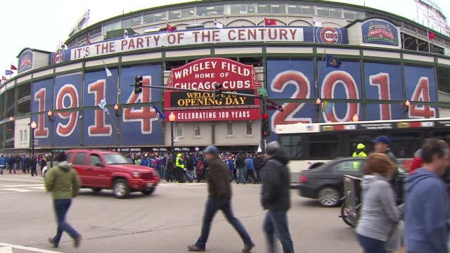 opening day for the chicago cubs at wrigley field on april 04 2014 in chicago illinois - strategia di vendita video stock e b–roll