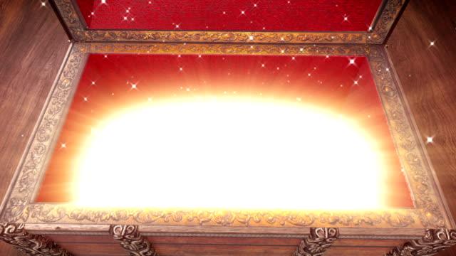 vídeos de stock e filmes b-roll de abrir mágico arca de tesouro. - paranormal