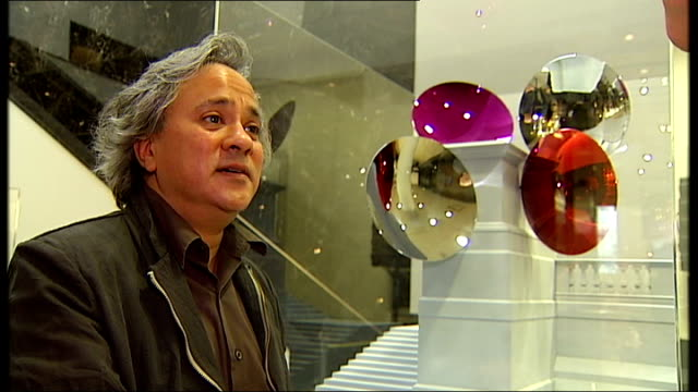 opening of exhibition of potential works for trafalgar square fourth plinth artist interviews anish kapoor interview sot explains attitude to plinth... - sockel stock-videos und b-roll-filmmaterial