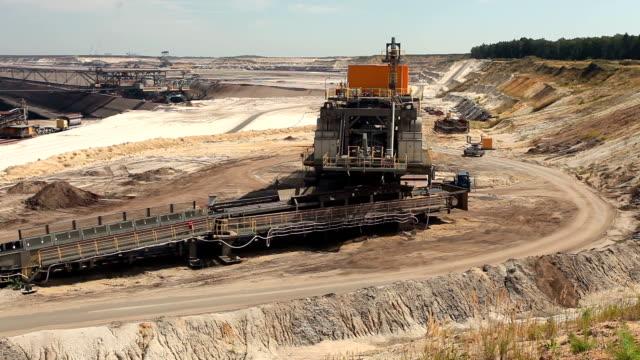 オープンピットの採鉱 - 炭鉱点の映像素材/bロール