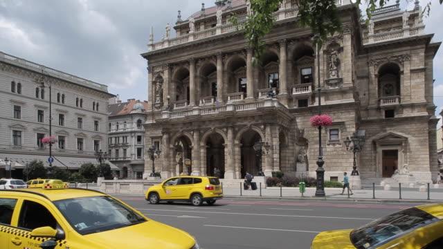 vídeos de stock, filmes e b-roll de opera, budapest, hungary, europe - teatro de ópera