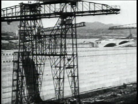 montage operating cranes and other machinery while excavating the panama canal / republic of panama - anno 1906 video stock e b–roll