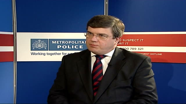 five men jailed for planning bomb attack new scotland yard peter clarke interview sot - crevice stock videos and b-roll footage