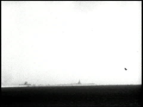 vídeos de stock e filmes b-roll de operation crossroads: able and baker day tests, bikini atoll, summer 1946 - 21 of 25 - veja outros clipes desta filmagem 2240