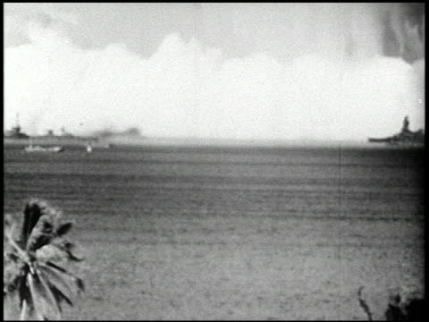 vídeos de stock e filmes b-roll de operation crossroads: able and baker day tests, bikini atoll, summer 1946 - 22 of 25 - veja outros clipes desta filmagem 2240
