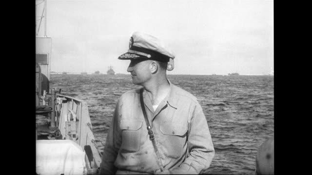 operation crossroads; men leave ship near bomb site, admiral parsons last man leaving. - 大量破壊兵器点の映像素材/bロール