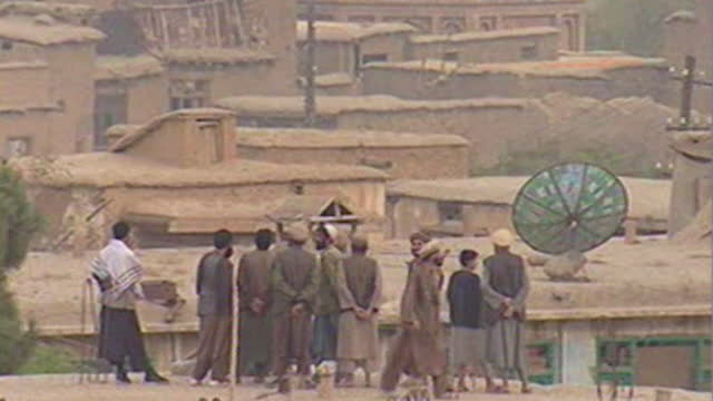operation enduring freedom - northern alliance soldiers watch from bagram airbase, as us f-16 fighter jet flys overhead to attack nearby taliban... - september 11 2001 attacks stock-videos und b-roll-filmmaterial