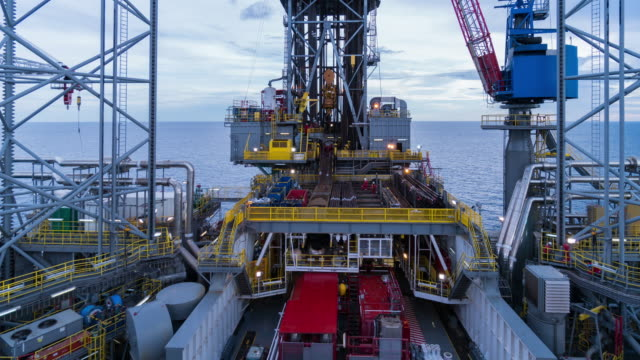 stockvideo's en b-roll-footage met operatie in offshore olie boren tuig time-lapse dagtijd - motor oil