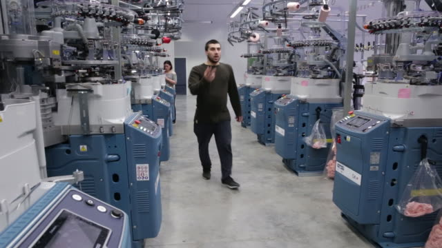 vidéos et rushes de operations at a tiflistex textile ltd factory in tbilisi georgia on friday march 23 2018 - usine textile