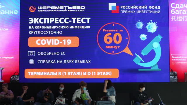 stockvideo's en b-roll-footage met operations at covid19 60min express testing center at terminal b at the sheremetyevo airport in moscow russia on monday august 31 2020 - elektronisch reclamebord