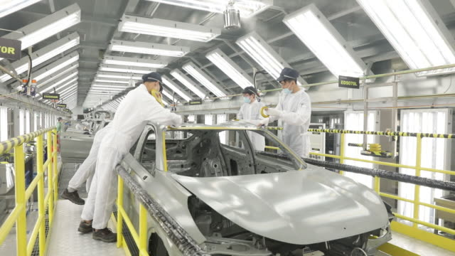 stockvideo's en b-roll-footage met operations at the geely link & co automobile factory in ningbo, china on tuesday, april 28, 2020. - ningbo