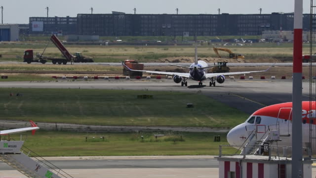 operations at the schönefeld airport after opening of eu borders in berlin germany on monday june 15 2020 - ライアンエアー点の映像素材/bロール