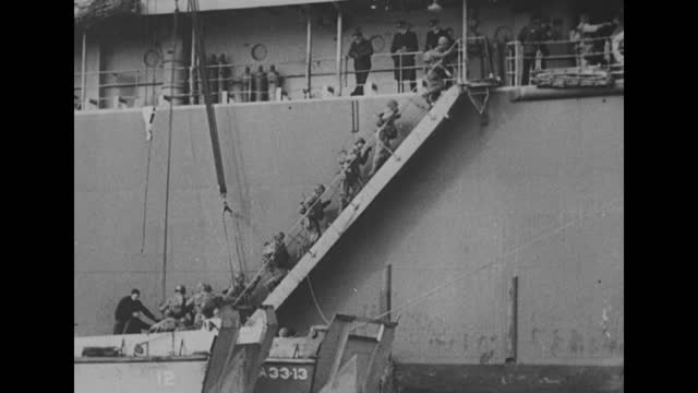 vidéos et rushes de operations on a large dock with numerous personnel and ships / men with full packs climb aboard a ship / a sergeant with a clipboard making a... - véhicule amphibie