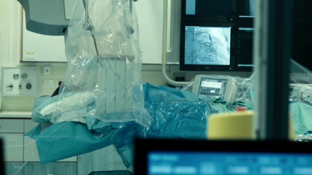 operative room. monitor transmiting process of injection into blood vessel - cellophane stock videos and b-roll footage