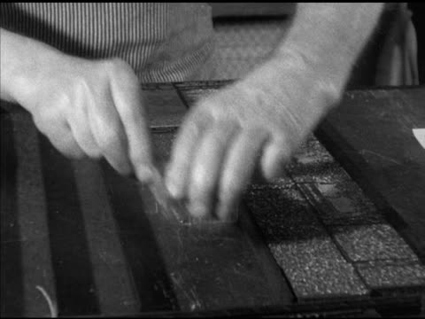 vídeos de stock e filmes b-roll de operator bob watson preparing copy on linotype machine charles waterbury inserting stones column types into slots claude eames talking wisconsin wi... - máquina de linótipo