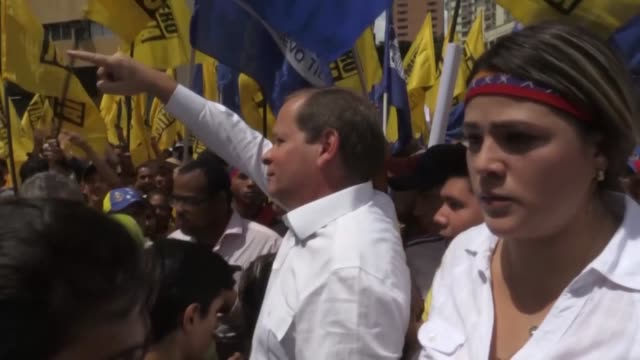 opositores se movilizaron el jueves en solidaridad con el estado zulia antano uno de los mas pujantes de venezuela por su riqueza petrolera y hoy... - gasolina stock videos & royalty-free footage