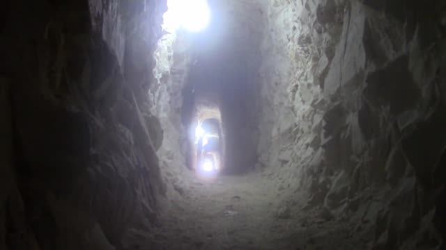 vídeos de stock, filmes e b-roll de opponents dig a tunnel to capture the regions which are under the control of assad regime forces in idlib syria on 15 december 2014 - tunnel