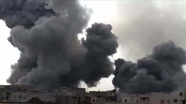 opposition activists say turkey has shelled positions held by kurdish militia in northern syria for a second day, killing at least two fighters.... - militante gruppe stock-videos und b-roll-filmmaterial