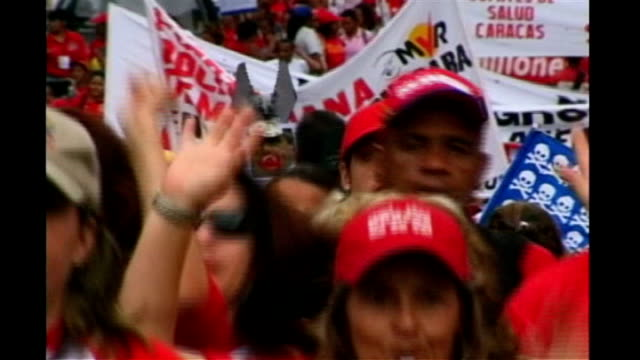 opposition calls for truth about health of hugo chavez t27030651 / tx ext various of chavez supporters on campaign march with banners and red hats... - ウゴ・チャベス点の映像素材/bロール