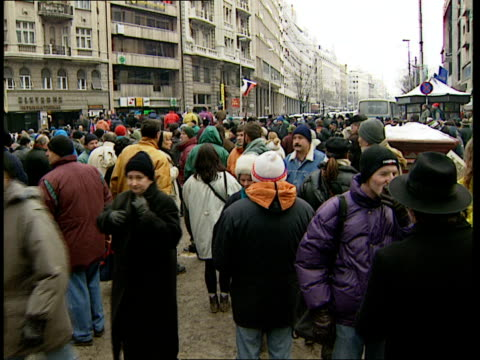 vídeos de stock, filmes e b-roll de opposition demonstration; serbia: belgrade: ext man blowing whistle and ringing bell as holds serbian flag sot / sign 'walking together 40 day' /... - sérvia