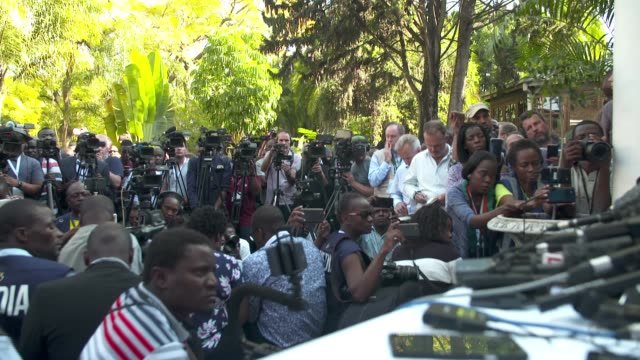 opposition leader nelson chamisa press conference zimbabwe harare ext nelson chamisa press conference sot press / camera operators in crowd - zimbabwe stock videos & royalty-free footage