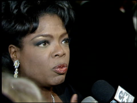 vídeos y material grabado en eventos de stock de oprah winfrey at the 1995 academy awards morton party at morton's in west hollywood california on march 27 1995 - 67ª ceremonia de entrega de los óscars