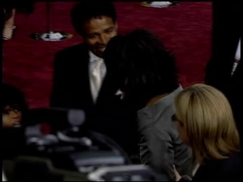 vidéos et rushes de oprah winfrey at the 2004 academy awards arrivals at the kodak theatre in hollywood, california on february 29, 2004. - 76e cérémonie des oscars