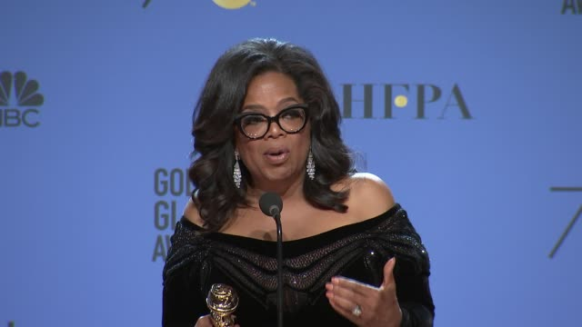stockvideo's en b-roll-footage met speech oprah winfrey at the 75th annual golden globe awards press room at the beverly hilton hotel on january 07 2018 in beverly hills california - golden globe awards