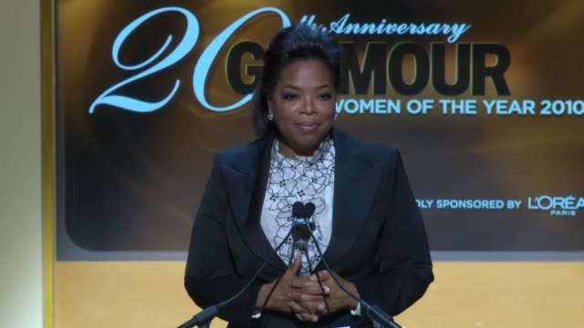 oprah winfrey on julia roberts and what makes a powerful woman at the glamour magazine honors the 2010 women of the year inside show at new york ny - oprah winfrey stock videos & royalty-free footage