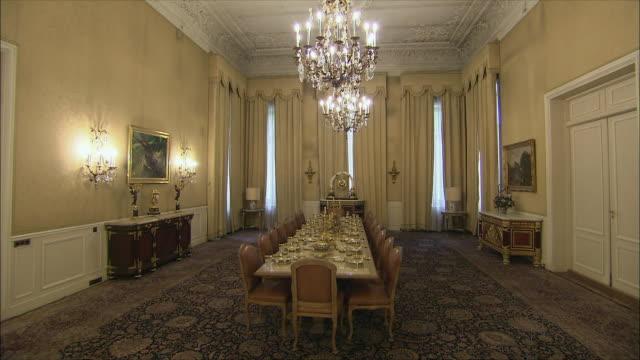 vídeos y material grabado en eventos de stock de ws zi opulent dining room in saadabad palace, tehran, iran - comedor habitación