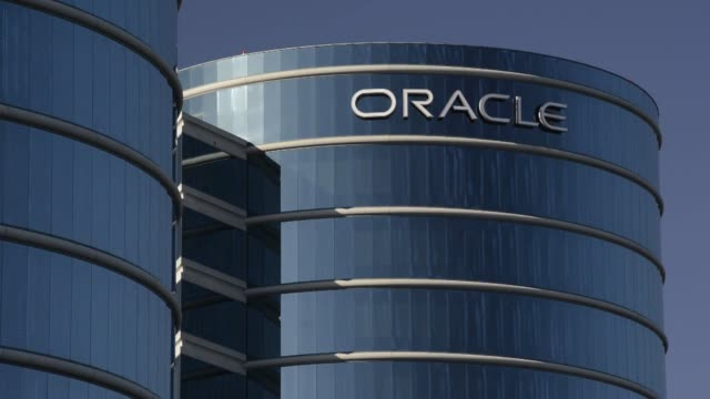 oracle corporate headquarters oracle exteriors signage oracle corp headquarters on june 15 2013 in redwood city california - oracle corporation stock-videos und b-roll-filmmaterial