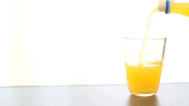 cider-orange - orangensaft stock-videos und b-roll-filmmaterial