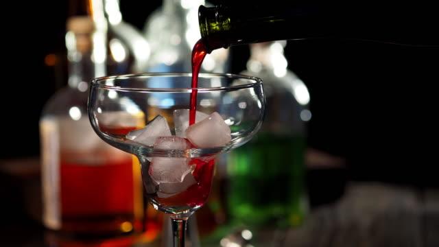 Orange Cocktail an der Bar Theke